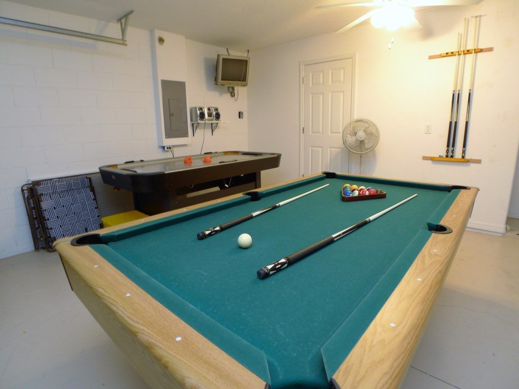 Fun Game Room with Pool and Air Hockey!
