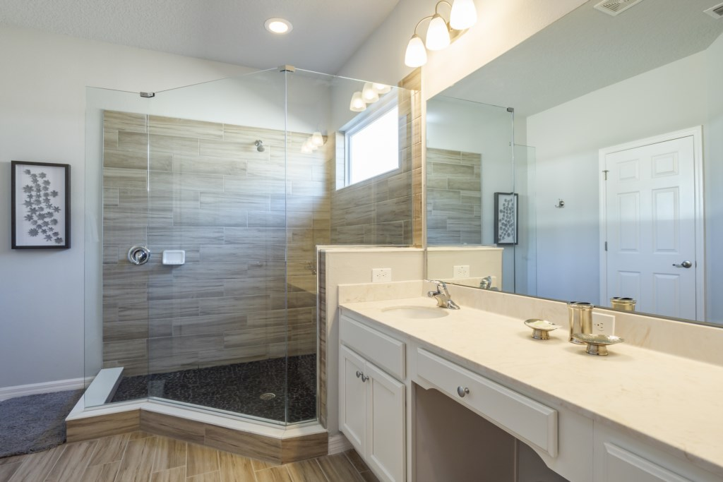28.Master ensuite bathroom