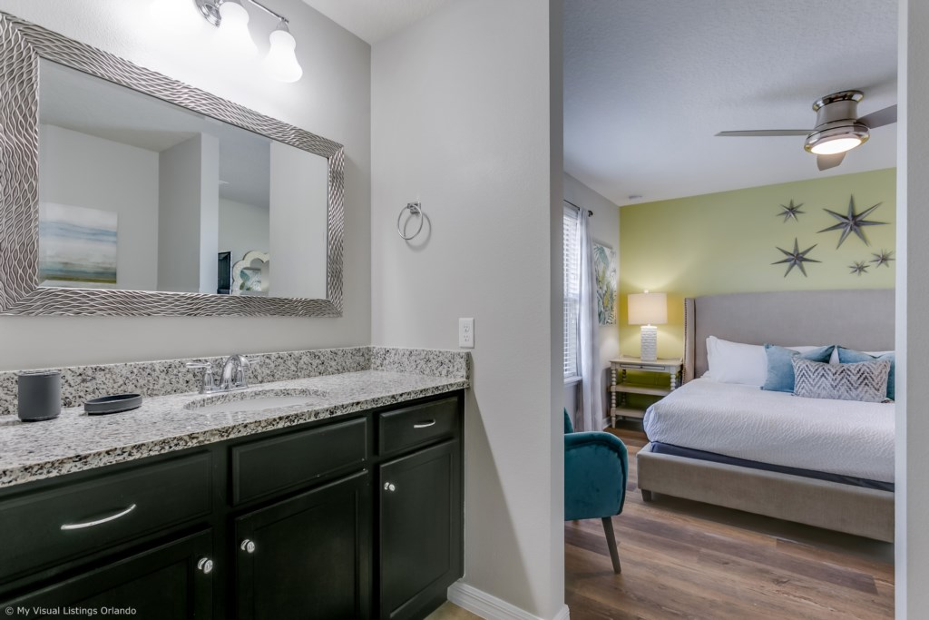 Beautiful bathroom to the lovely king size bed with flat screen TV