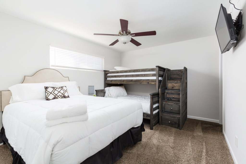 4th Bedroom with 1 Queen, 1 Full and 1 Twin Bed