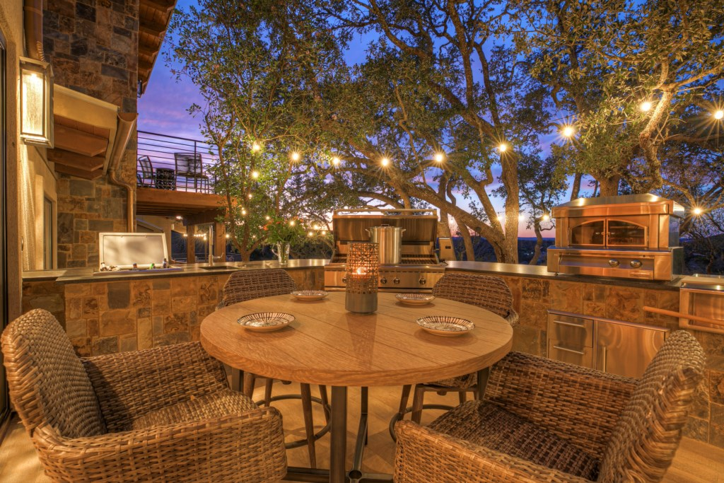 Outdoor Area with BBQ, Grill, Pizza Oven
