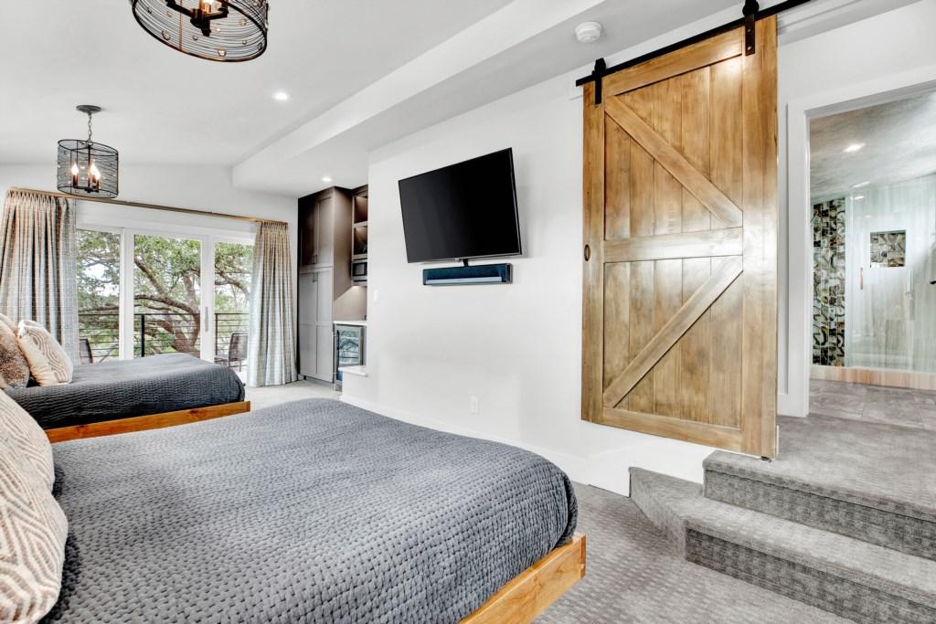 Guest Bedroom 5 Photo 2 of 3