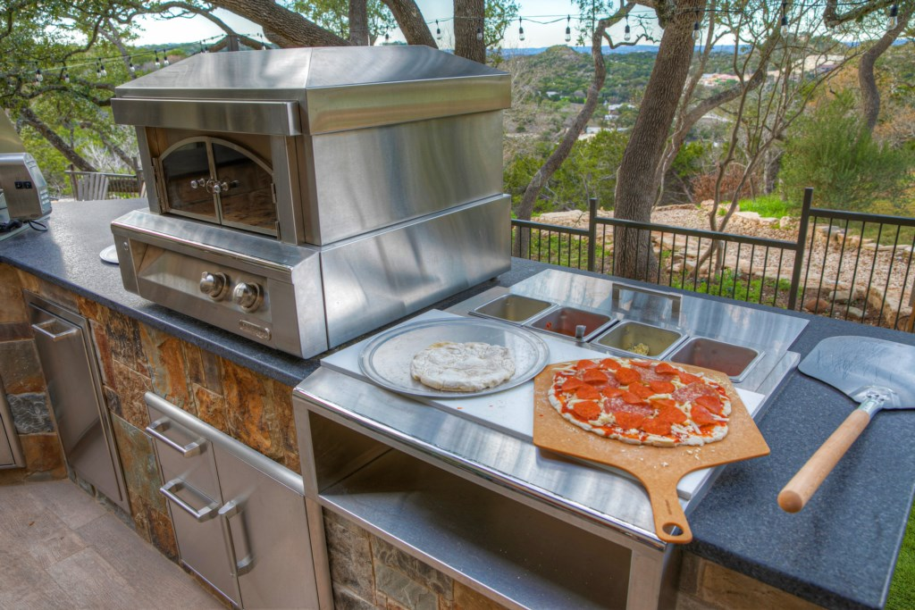 Pizza Oven Photo 1 of 2