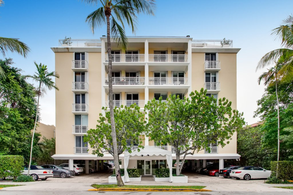 Property Name: Everglades Plaza Apartment