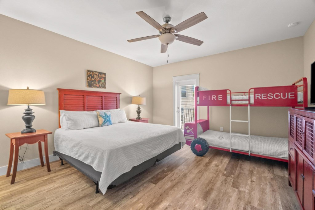 2nd Level Fire Room with King and Bunk beds