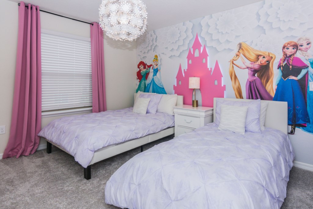 DisneyBedroom1