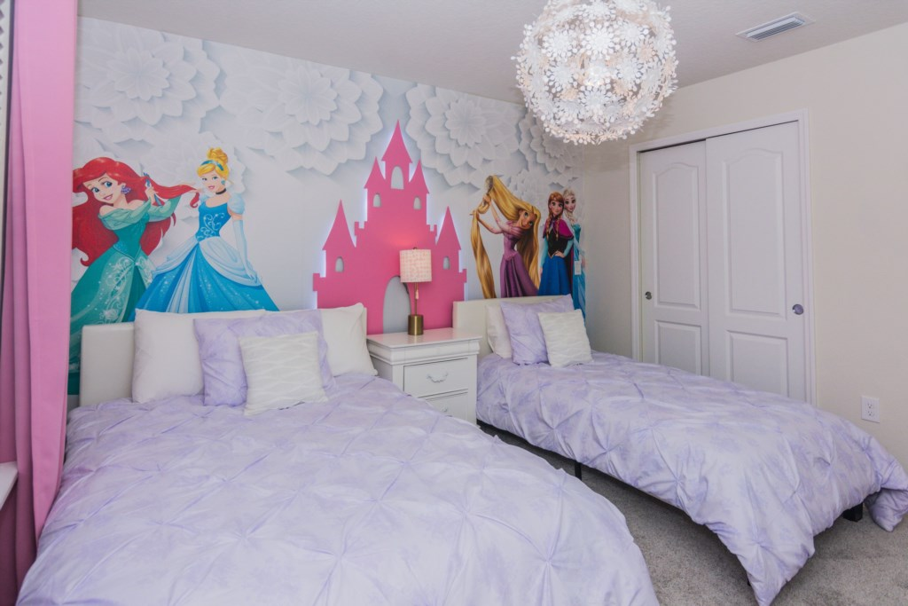 DisneyBedroom2