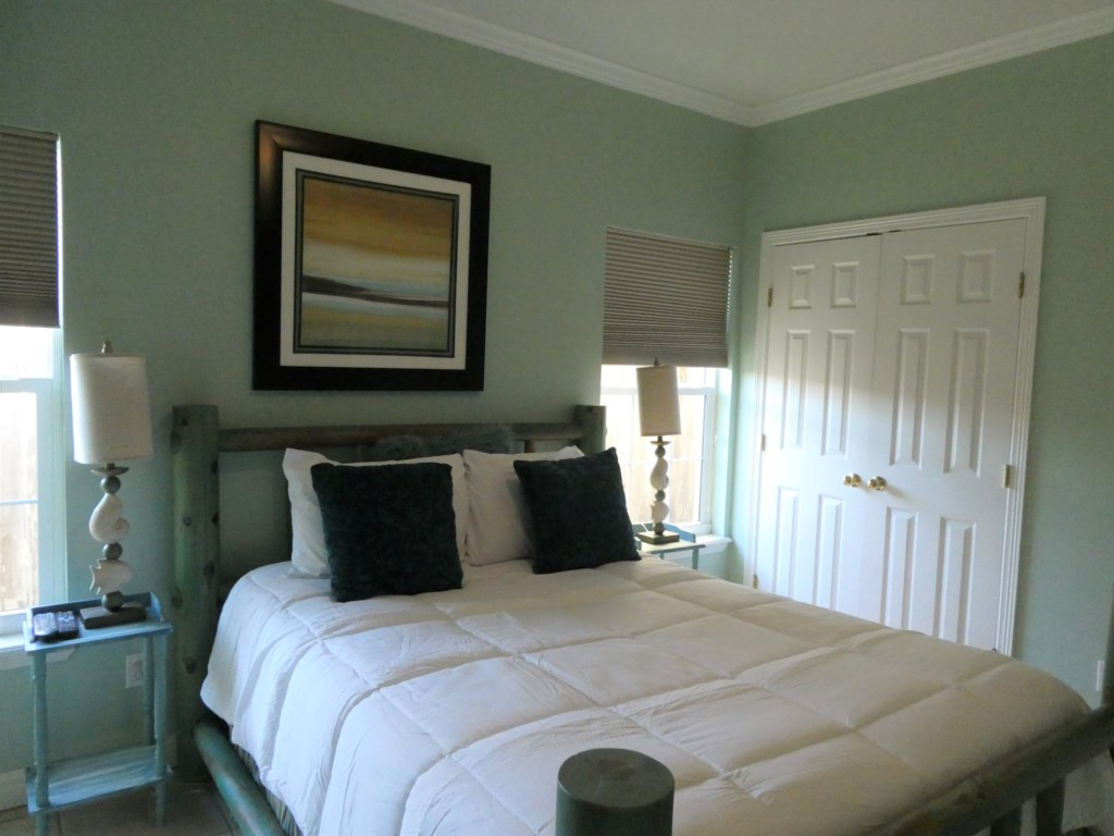 Inviting Queen Size Bed