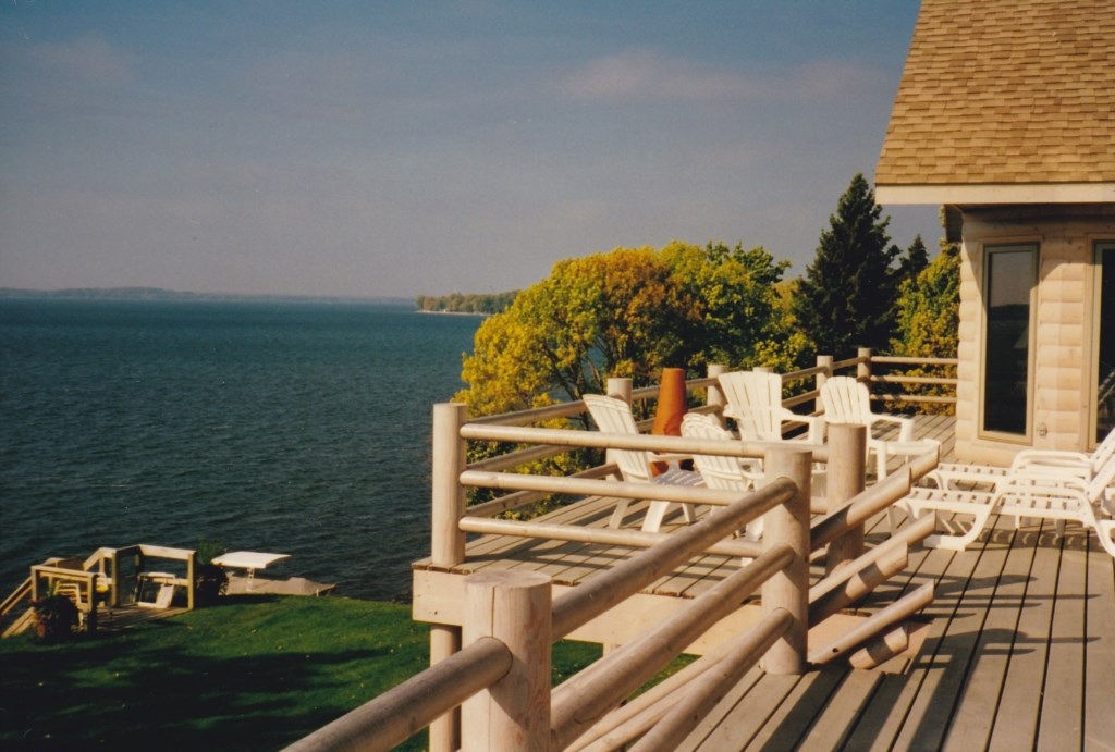 Expansive deck with wide open view to the lake.