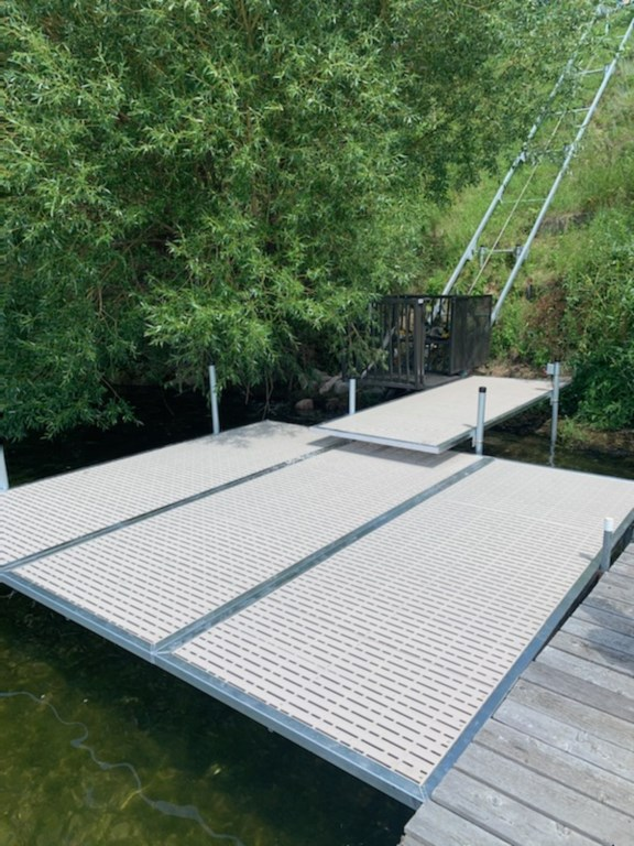Large platform dock for sun tanning and fishing.