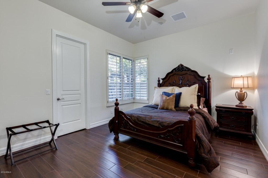 4th Bedroom with Queen bed and en-suite bathroom