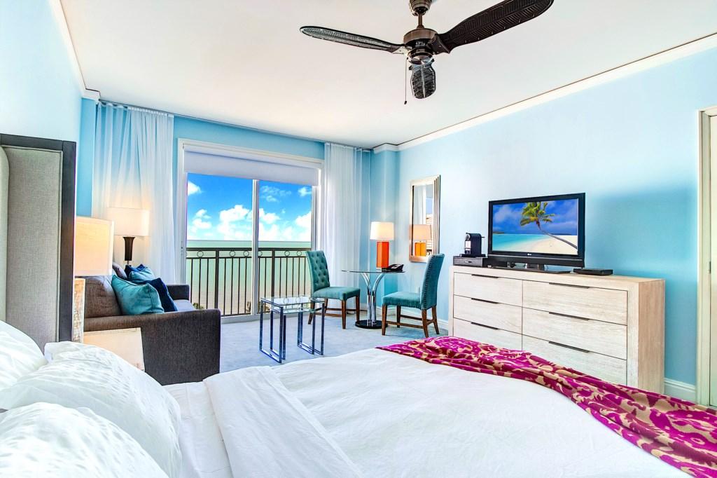 Luxurious Queen Bed