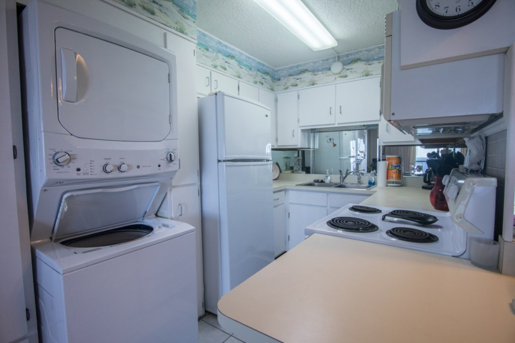 Kitchen with Full Size Appliances!