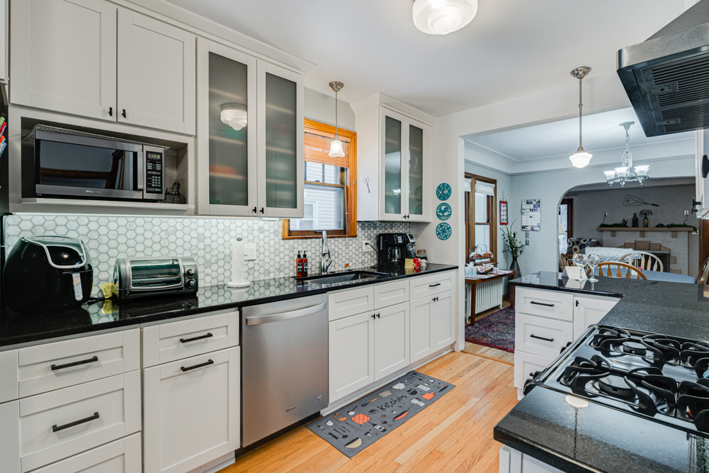 4941 Beard Ave S MLS-17.jpg