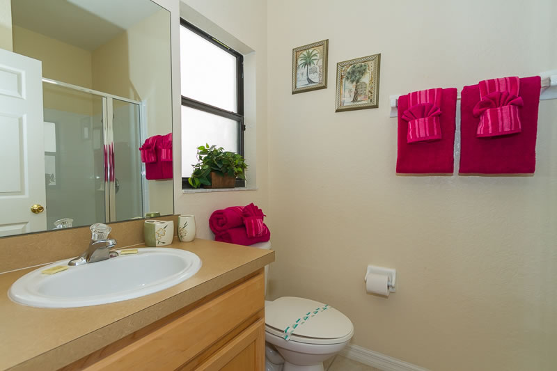 King master ensuite bathroom