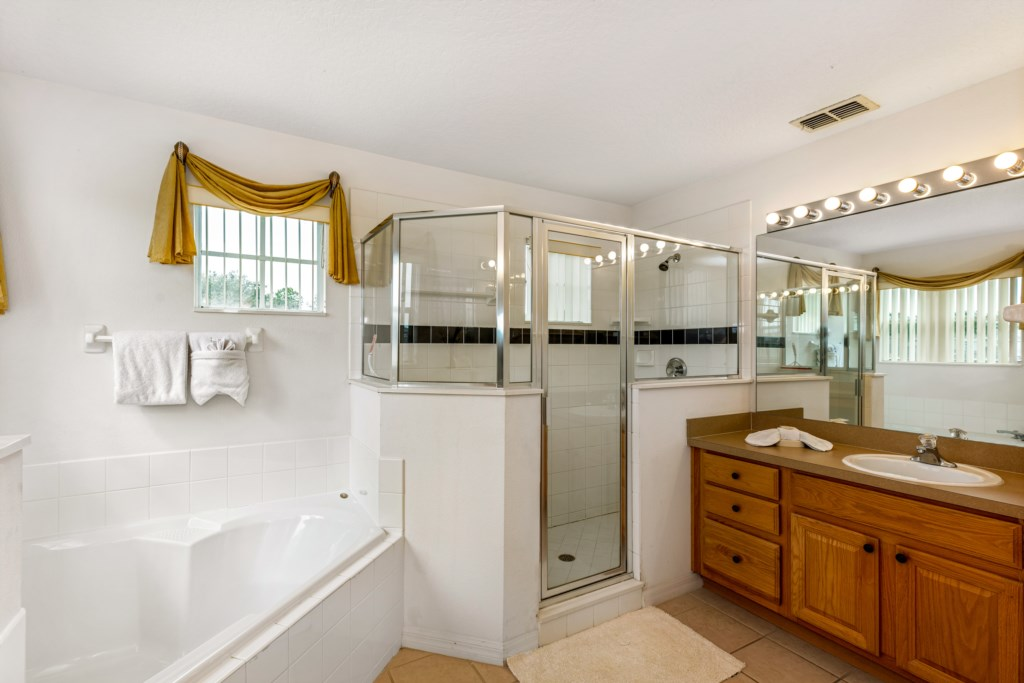 Upstairs master ensuite bathroom