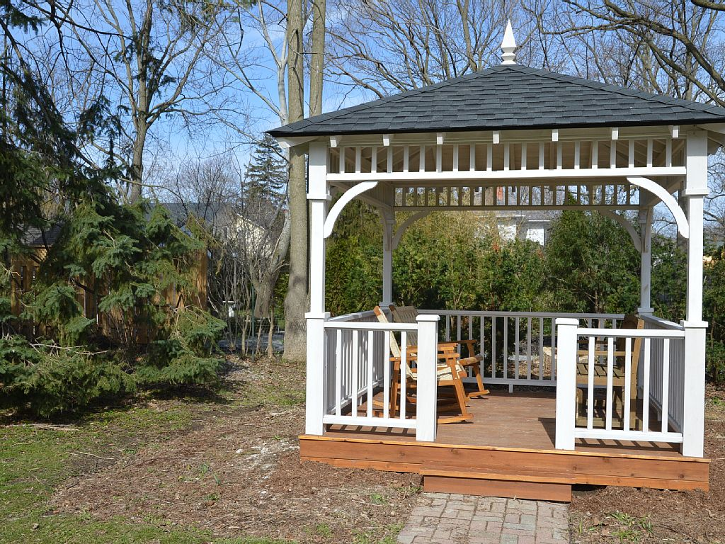 Private gazebo in the backyard - Kindergarten Schoolhouse - Niagara-on-the-Lake