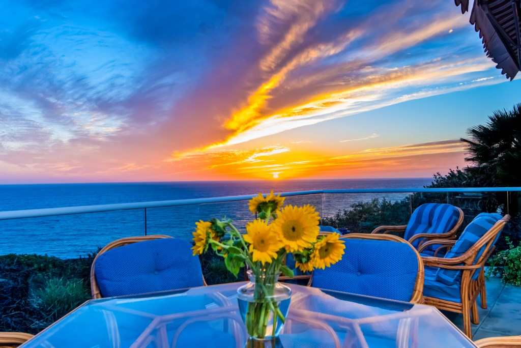 TheBluffSanClemente-balconydiningtablesunsetview