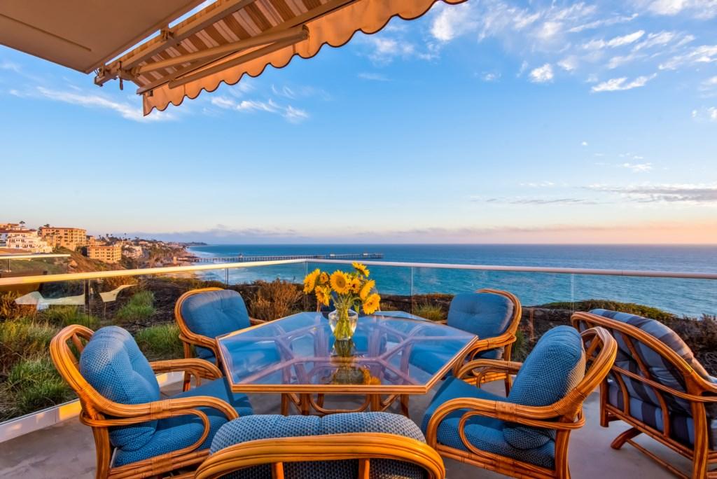 TheBluffSanClemente-balconydiningtableviewtowardthepier