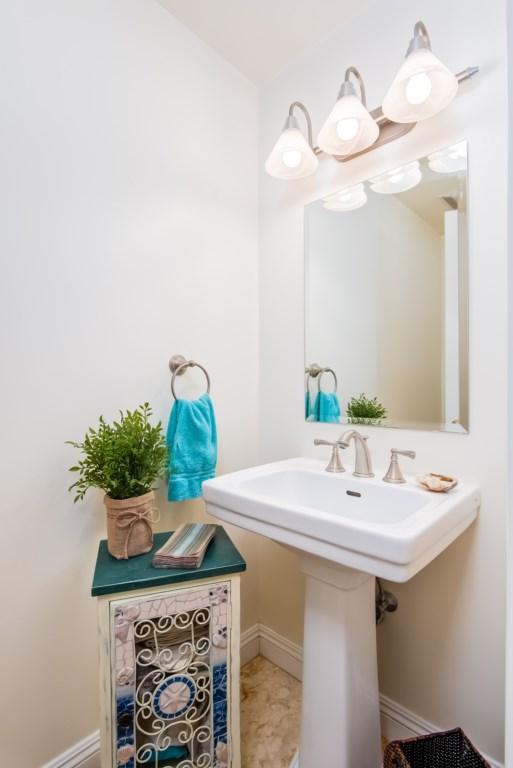 TheBluffSanClemente-halfbathroom