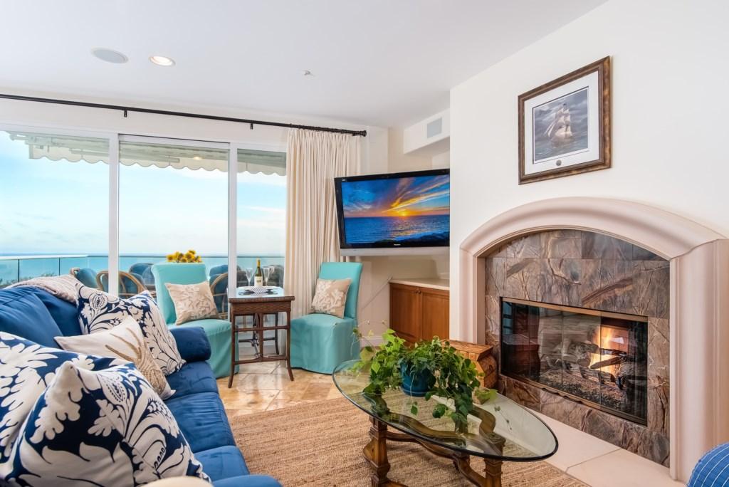TheBluffSanClemente-livingroomshowingfireplaceandoceanview