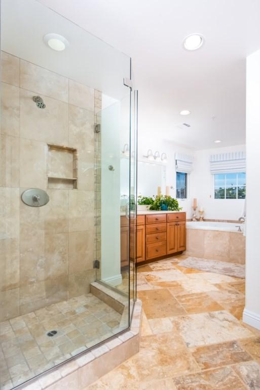 TheBluffSanClemente-masterbathroomshowingshower