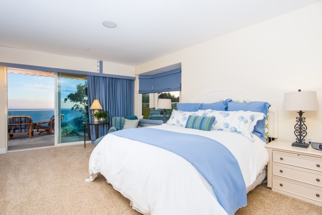TheBluffSanClemente-masterbedroomshowingkingbed