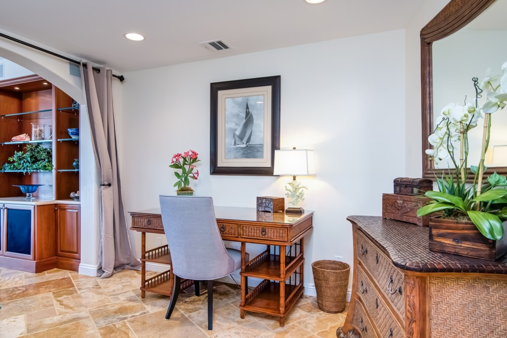 TheBluffSanClemente-officebedroomwithdesk