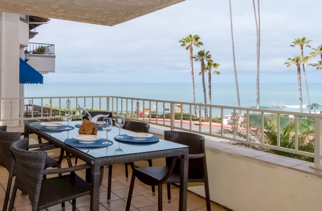 OceanviewSanClementevacationrentalbalconyview-diningcrop