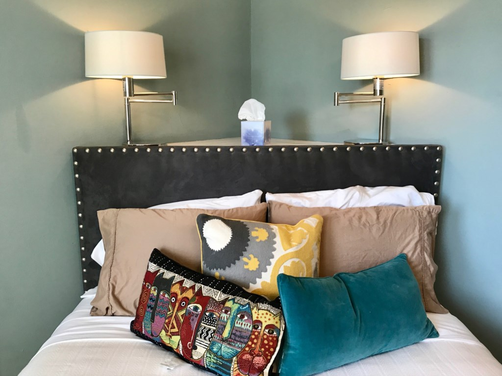 We hope you'll find everything you need in the Beckmann. Enjoy an excellent sleep on the Queen-sized bed.