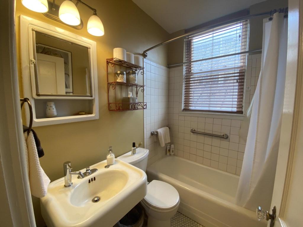 Antique pedestal sink in bathroom of Jessie Benton Suite.