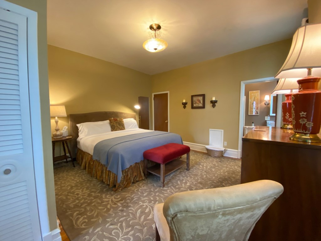 The large bedroom of the Schreiber Suite features a top-quality King-sized bed.