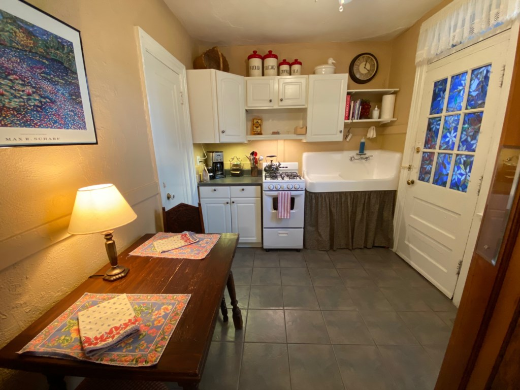 Kitchen of Shaw Guest Suite.