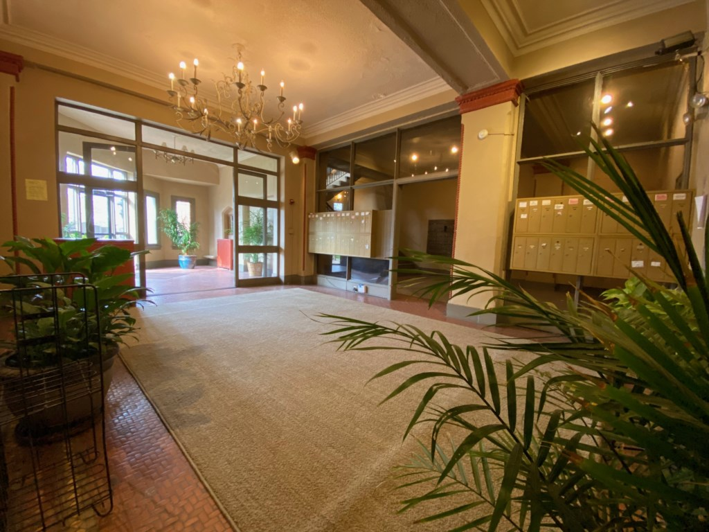 Lobby of the Lindell Park Apartments.