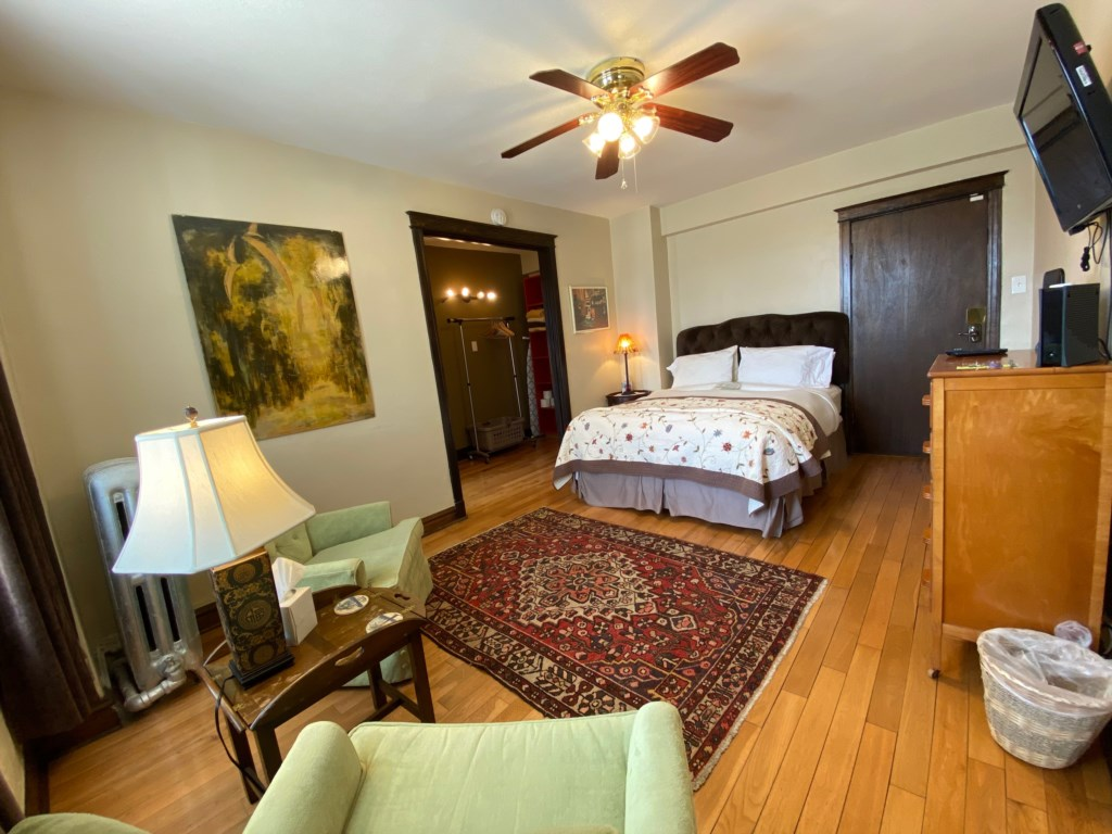 Welcome to the Targee, a fully furnished studio apartment across the street from St. Louis University.