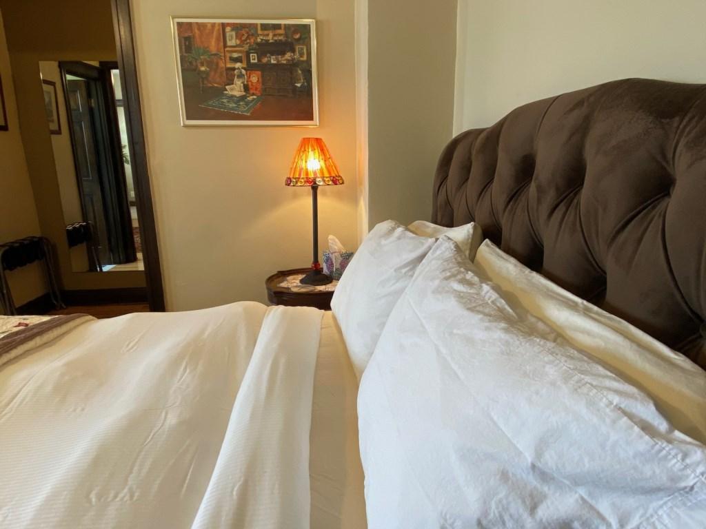 Enjoy an excellent sleep between soft sheets at the Targee.