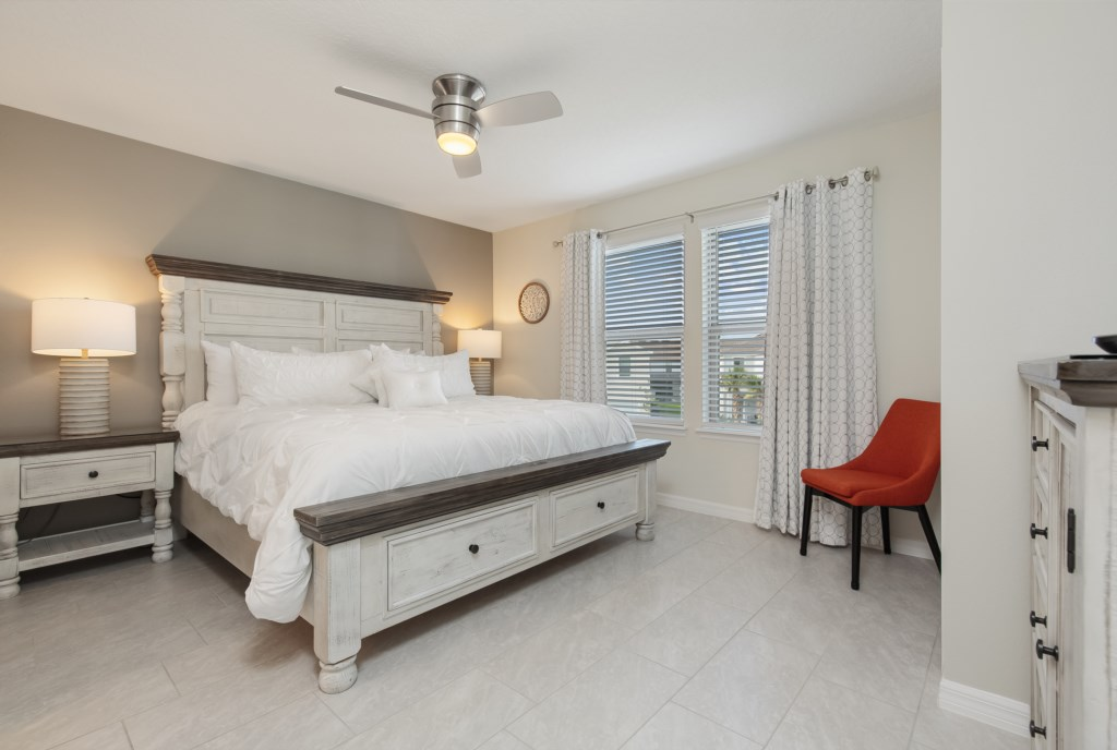 Outstandingking size bed with flat screen TV