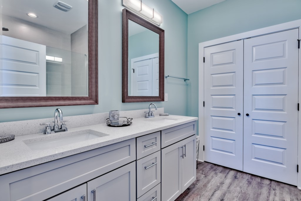 Double vanity for convenience