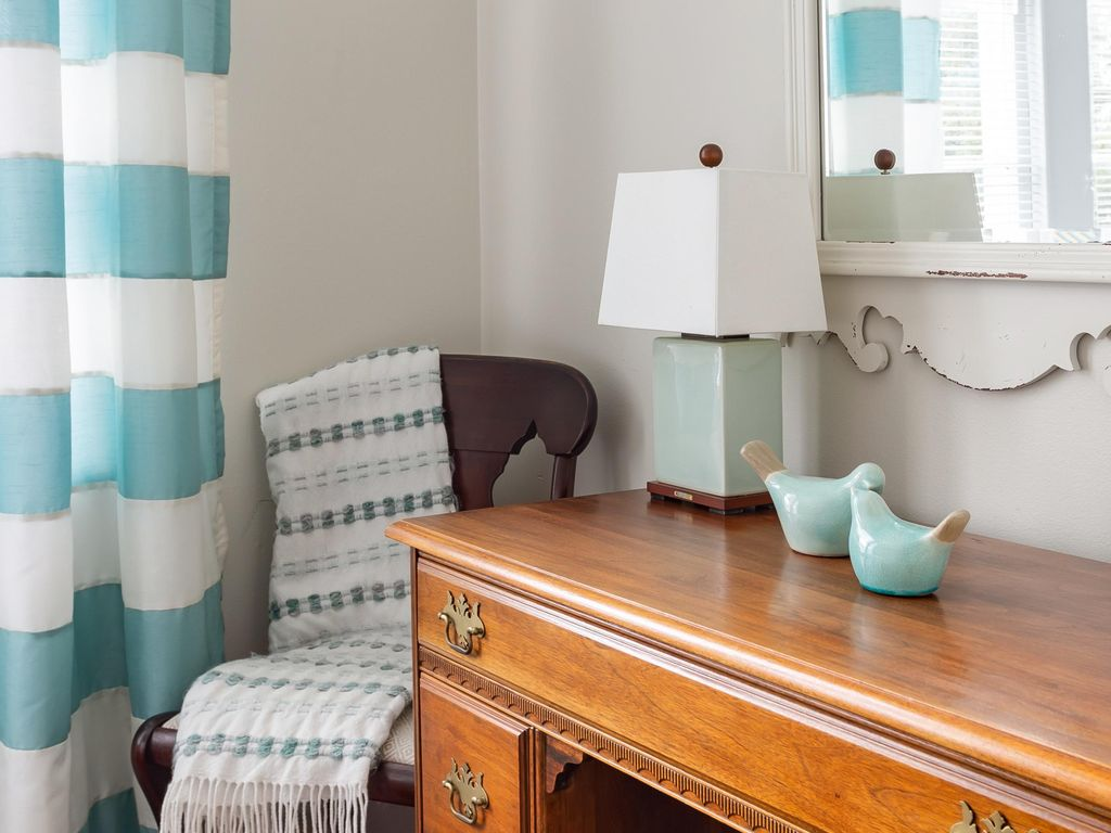 Third bedroom detail