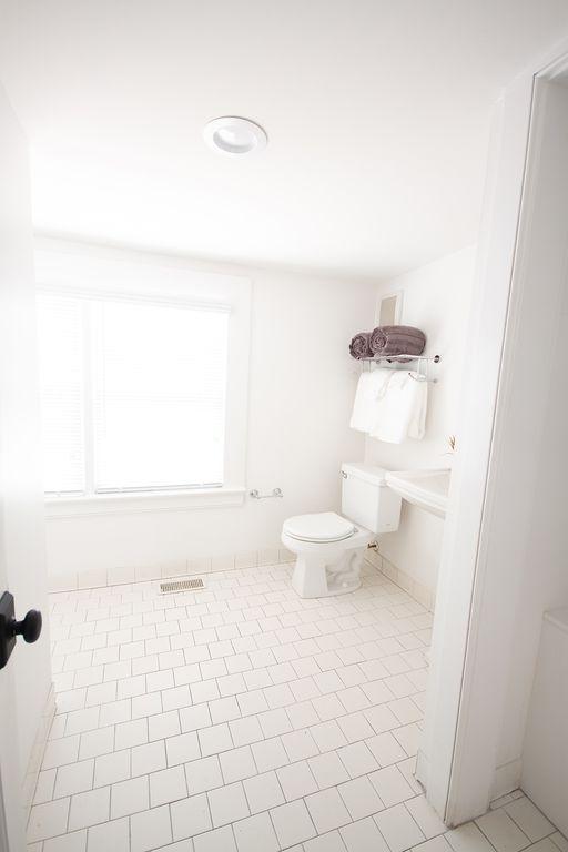 En-suite loft bath 5 with shower