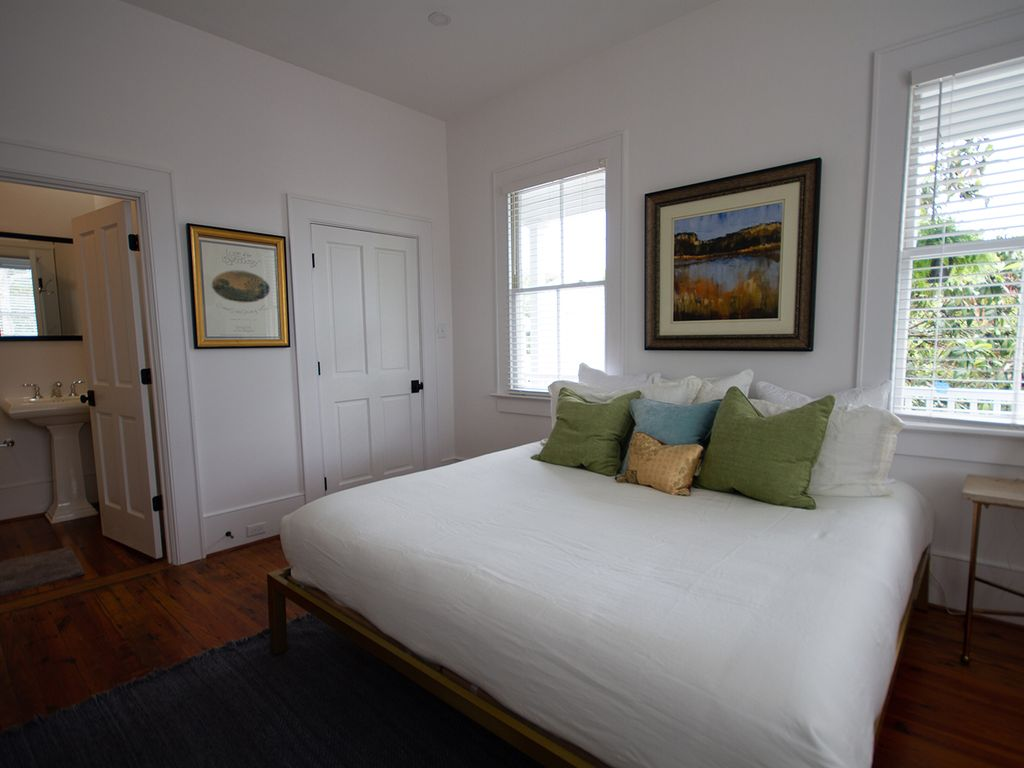 Beautiful brass, king bed overlooking front porch. (br 1)