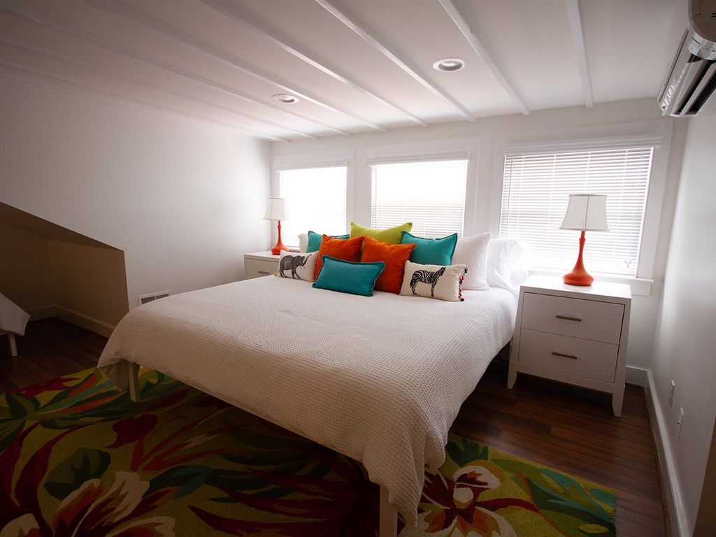 Loft bedroom (br 5) . King bed and cheerful decor.  2 twin beds, en-suite bath