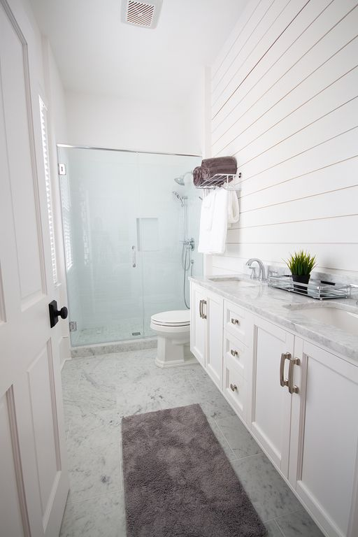 En-suite double vanity bath 2 for middle bedroom. Large mirror to be installed.