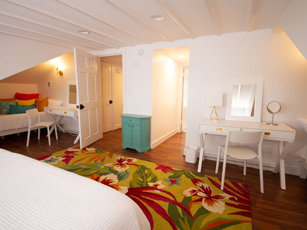 Door in middle to en-suite bath 5  in loft.