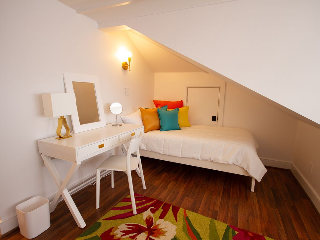 Second twin bed in loft room. Great place for parents with kids or for singles.