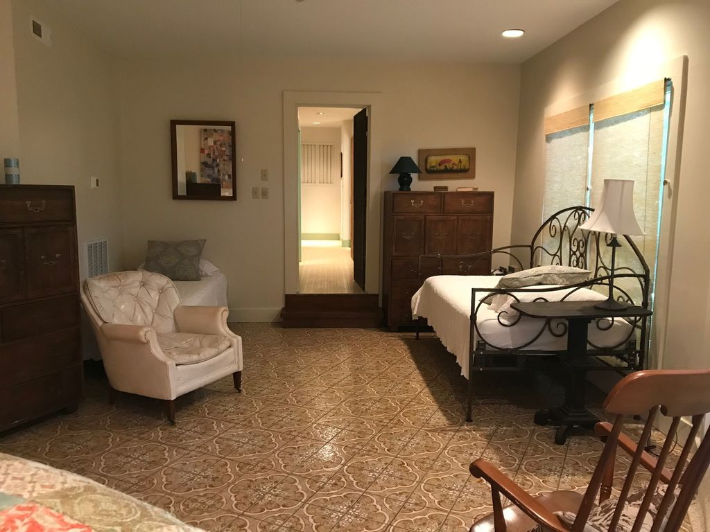 Lower suite—king bed, 2 twins, 2 bathrooms down the hall + youth bunks