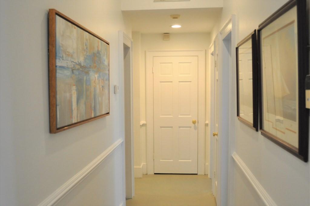 Hallwaytofrontbedroomandstudy