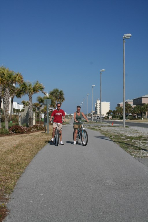Great place to ride bikes or take a stroll along Fort Pickens Rd to Peg Leg Pete's for dinner.
