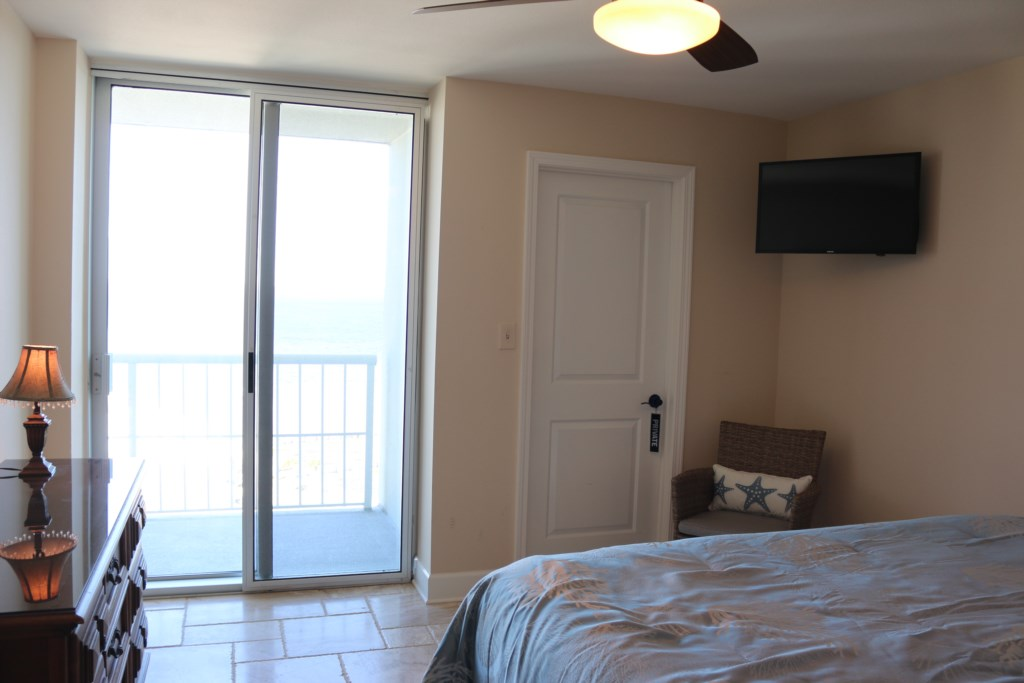 Second bedroom opens onto the balcony with stunning views.