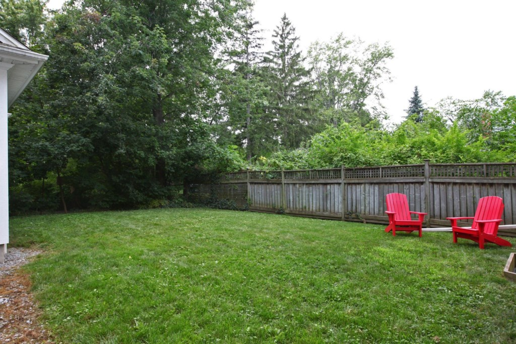 Large Backyard, Six Nations, Niagara-on-the-Lake